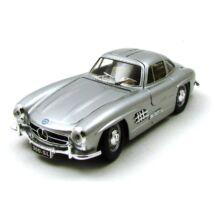 Mercedes-Benz 300 SL 1954 autómodell 3