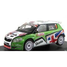Skoda Fabia Super 2000 modellautó vitrinben 1:43