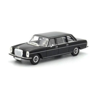 Mercedes 220D (W115) 1:87 Modellautó