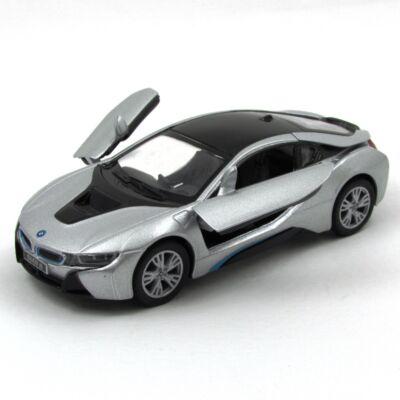 BMW i8 kisautó